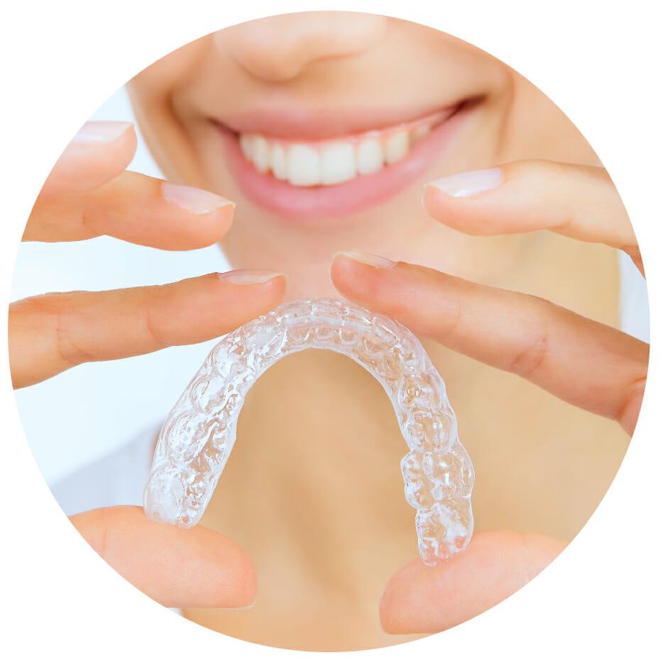 prozirni aparatić za zube